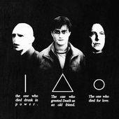 📕La Rowling in un tweet di qualche anno fa ha rivelato che fra tutte le 🕯️teorie create dai fan, la sua preferita è quella che vede i tre fratelli nei panni di Harry, Piton e Voldemort con Silente che rappresenta la Morte 💀 in persona. ❓Qual é la vostra bacchetta preferita tra  quelle di Harry, Voldemort, Piton e Silente❓ ➡️ Le trovate tutte su @alwayswands ⚡  #harrypotter #pottermore #jkrowling #fantheory #idonidellamorte #voldemort #Piton #silente #bacchettemagiche