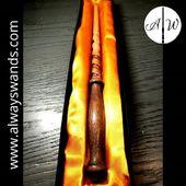 ▶️ Bellissima bacchetta bicolore ⚡ con incisione a spirale 🌀 😍 ➡️ www.alwayswands.com ➡️ Personalizza la tua bacchetta : https://alwayswands.com/bacchette/41-580-bacchetta-personalizzata.html#/149-forma_spirale-no/150-incisione-nessuna/151-inserto-nessuno  #harrypotter #bacchettemagiche #wood #handmade #madeinitaly #grifondoro #serpeverde #corvonero #tassorosso