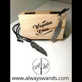 ✨ Scatolina incisa WINGARDIUM LEVIOSA ✨ ➡️ Ordinala su: www.alwayswands.com ➡️ Link diretto: https://alwayswands.com/oggetti-magici/21-90-scatolina-incisa.html#/27-disegno_o_incisione-grifondoro  #harrypotter #bacchettemagiche #wood #handmade #madeinitaly #grifondoro #serpeverde #corvonero #tassorosso